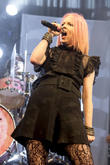 Shirley Manson: 'Social Media Puts So Much Pressure On Women'